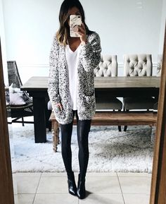 How to Look Chic in the Most Comfortable Way Possible - Comfy Outfits Legging Outfits, Leggings Fashion, Black Leggings Outfit Fall, Mode Outfits, Casual Outfits, Fashion Outfits, Over 40 Outfits, School Outfits, Fall Winter Outfits
