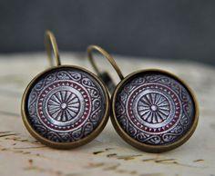 Romantique boucles d'oreilles en bronze avec le verre cabochon.   **Options de personnalisation**  Nous pouvons changer les bijoux sur demande. Par exemple: au lieu d'oiseaux, clé ou bien perle...