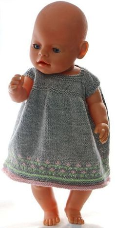 baby born Klr til dukken - nydelig sommerkjole til - Baby Girl Dress Patterns, Doll Dress Patterns, Clothing Patterns, Baby Born Clothes, Girl Doll Clothes, Dress Clothes, Knitting Dolls Clothes, Knitted Dolls, Baby Born Kleidung