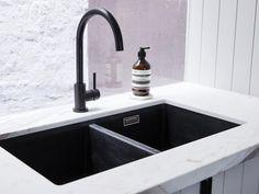 Meir Round Matte Black Kitchen Mixer with Blanco sink Black Kitchen Taps, Best Kitchen Sinks, Kitchen Sink Taps, Black Sink, Black Taps, Black Kitchens, Cool Kitchens, Kitchen Sink Ideas Undermount, Kitchen Reno