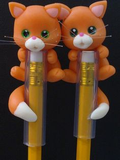 Interessante Polymer Clay Pens, Polymer Clay Animals, Polymer Clay Projects, Polymer Clay Charms, Caleb Et Sophia, Pen Toppers, Clay Figures, Pasta Flexible, Cat Crafts