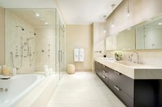 pareti-di-due-colori-contemporaneo-stanza-da-bagno-with-curbless-shower.jpg 990×658 pixels
