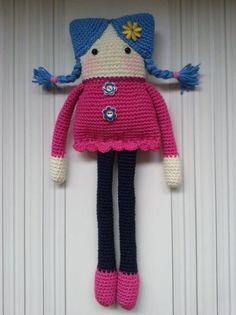 muñeca cuadrada técnica amigurumi  lana acrilico super suave,ojos de seguridad.,relleno de floca cardada. amigurumi,ganchillo