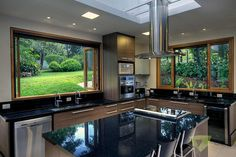 Casa de Campo Quinta do Lago - Tarauata: Cozinhas por Olaa Arquitetos Home Interior Design, House Design, Interior Design Kitchen, Kitchen Room Design, Modern Style House Plans, Modern Kitchen Design, Home Decor, Kitchen Window Design, Country Kitchen