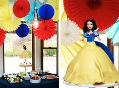Snow White Birthday Cake and Party Ideas #SnowWhite #partyFood