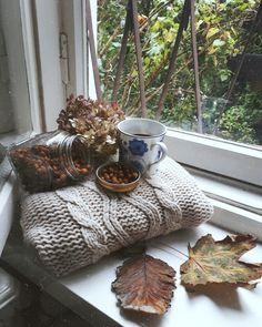 Café cosy de samedi, je vous souhaite un week end plaisible et au chaud:) ☕️