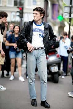 rue des mauvais garçons — Henry Kitcher at PFW S/S 2017 (via) 70s Fashion Men, Look Fashion, Fashion Outfits, Retro Outfits, Cool Outfits, Style Masculin, Model Street Style, Mens Fall Street Style, Vetement Fashion