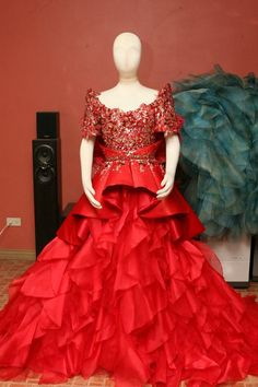 Wedding Evening Gown, Evening Gowns, Modern Filipiniana Gown, Dress Neck Designs, Bridal Gowns, Ball Gowns, Party Dress, Mak Tumang, Couture