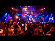 One Direction - What Makes You Beautiful ... official!