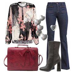Outfit+per+chi+ama+essere+glamour+con+uno+sguardo+al+passato.+Jeans+a+zampa+a+vita+alta+Guess+abbinato+a+tunica+multicolor+con+fantasia+floreale+e+a+stivaletto+black+con+tacco+alto+ma+comodo.+La+borsa+è+a+mano,+vintage,+davvero+deliziosa.+Gli+orecchini+a+forma+di+cuore+completano+il+look+adatto+per+le+vostre+giornate+in+ufficio+o+all'università.