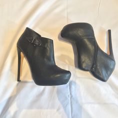 ALDO. Cute black ankle booties! ALDO, Cute black ankle booties. Only worn once. Fits like an 8. Perfect for fall outfits. See right heel for minor scratch. ALDO Shoes Ankle Boots & Booties