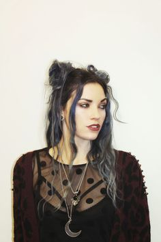 Grunge Hairstyles For Long Hair and Pinlaura Herzog On Beauty & Makeup In Gothic Hairstyles, 90s Hairstyles, Pretty Hairstyles, Grunge Hairstyles, Witchy Hairstyles, Heatless Hairstyles, Style Hairstyle, Hairstyle Ideas, Gyaru