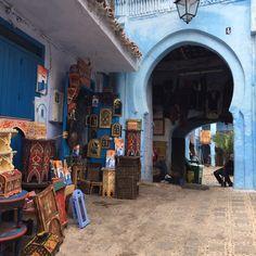 Chefchaouen, conhecida como a cidade azul, um vilarejo dividido entre mulçumanos e berberes aonde encontramos a paz que precisávamos para iniciar uma viagem de muitas recomendações e cuidados para 3 jovens moças. Lá encontramos pessoas simpáticas e solidárias que diferente do que pensávamos, respeitaram um abismo cultural.