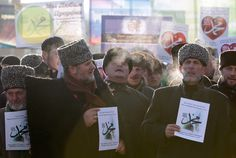 People attend a rally to protest against satirical cartoons of prophet Mohammad, in Grozny, Chechnya January 19, 2015. (Reuters / Eduard Korniyenko)