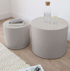 These Dove Grey Pebble High Gloss Side Tables would look at right at home in a variety of home interiors. The side tables are also available in high gloss white.