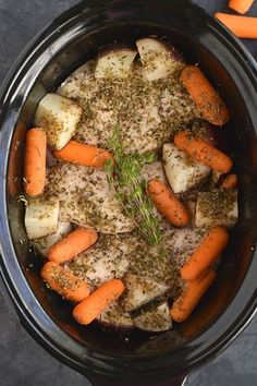 Chicken, Carrots & Potatoes made in a slow cooker! This Crockpot Italian Chicken & Potatoes makes the most tender chicken. An EASY, dinner packed with flavor that will satisfy the whole family! Crockpot Chicken And Potatoes, Crock Pot Potatoes, Carrots And Potatoes, Crockpot Italian Chicken, 5 Ingredient Dinners, Cooker Recipes, Crockpot Recipes, Chicken Recipes, Low Calorie Crockpot Meals