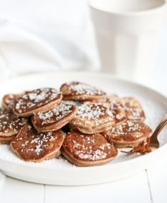 BANANEN POFFERTJES - Jennifer Krijnen Tefal Snack Collection, Poffertjes, Clean Recipes, Healthy Recipes, Waffles, Pancakes, Good Food, Yummy Food, Healthy Sweets
