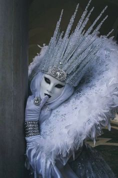 I would make a full body, slim jumpsuit of this and walk around town on hallowee. - I would make a full body, slim jumpsuit of this and walk around town on halloween. Venetian Carnival Masks, Carnival Of Venice, Venice Carnival Costumes, Venice Beach, Headdress, Headpiece, Costume Venitien, Halloween Karneval, Halloween Halloween