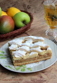 Ador parfumul și culorile toamnei! Are un mister pe care nu îl pierde niciodată, iar natura devine bogată pe zi ce trece. Nu cred că trece toamnă fără o plăcintă sau un ștrudel cu mere, nuci sau struguri. Sau dovleac! Sau gutui! Sau….multe altele … Apple Pie, Food And Drink, Ice Cream, Sweets, Cooking, Desserts, Recipes, Cakes, Ideas