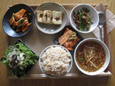 2012년 7월 24일 화요일 그때그때밥상입니다~ 오징어초회야채무침, 두부구이, 꽈리멸치볶음, 오이콩나물냉국, 샐러드, 현미밥, 김치가 오늘의 메뉴입니다~