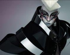 art-director-paco-peregrin-alien-beauty-01
