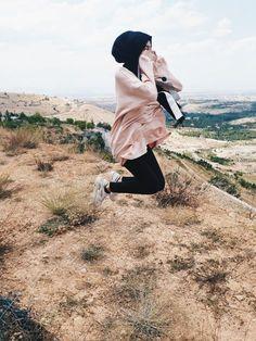 Hijabi Girl, Girl Hijab, Hijab Outfit, Hijab Fashion, New Fashion, Mode Simple, Fake Girls, Mode Hijab, Girls Dpz