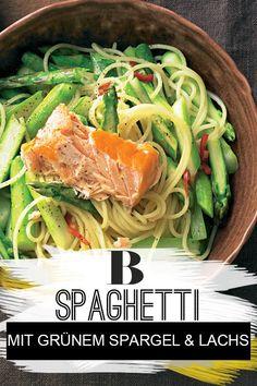 Spaghetti mit grünem Spargel und Lachs. Ein schnellere Spaghetti-Gericht mit unserem Lieblingsgemüse Spargel und Lachs gibt es kaum – und vor allem keins, das trotzdem so fantastisch schmeckt. #spargel #lachs #pasta #nudeln Japchae, Meat, Ethnic Recipes, Food, Pasta With Salmon, Clean Foods, Essen, Meals, Yemek