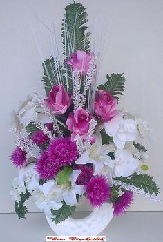 Maltepe Çiçekçilik, Beyaz seramik vazo da güller,lilyum, orkide, kasımpatı çiçekleri ve çeşitli yeşilliklerden hazırlanmıştır Ürün beyaz tül ile süsleme yapılır/ Starcicekcilik.net