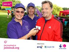 Local volunteers in Chelmsford were amazed to see Eddie Izzard pay a surprise visit at our Join In Summer 2013 event for Parkrun.
