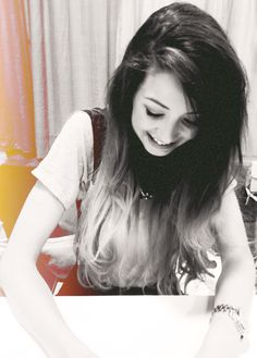 I love zoe so much!would love to meet her, she's so sweet Top Youtubers, British Youtubers, People Like, Pretty People, Youtube Names, Zoe Sugg, Zoella, Love To Meet, Girl Online