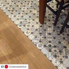 Amo essa composição madeira com cerâmica. Lindo demais!!  #Repost @vivesceramica with @repostapp  #vives #vivesceramica #tiles #azulejos #tileaddiction #iliketiles #ilovetiles #trend #design #decoration #floortiles #amantedelosazulejos #ceramicwood #decoração #revestimento #interiores #piso by simplesmentedecor