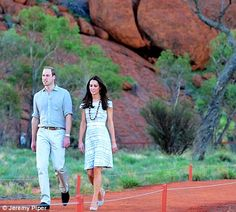 The couple walked a short distance around the base of Uluru... http://dailym.ai/1i9I8Op#i-a9ce0e69