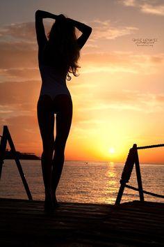 Beach Girl - Silhouette