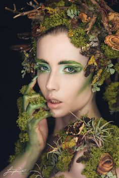 Creative looks and bodypainting - involving mix of different techniques. Girl Halloween Makeup, Halloween Costumes Women Scary, Halloween 2020, Fairy Costumes, Halloween Ideas, Mother Nature Halloween, Mother Nature Costume, Rave Makeup, Fx Makeup
