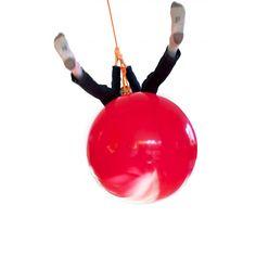 100% gonflé... et anti-choc !Ball est une balançoire pour adultes que les jeunes adorent. Ball existe en 2 tailles. A vous de choisir !Les 2 tailles sont de diamètre :Ball: ø 40cmou Big Ball: ø 75cm. Un cadeau extra : familial - utilisable en intérieur ou en extérieur... Moi je l'aime en punching Ball !