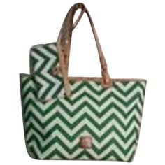 Pre-owned Dooney & Bourke & Chevron Kelly Green And White Tote Bag (7.575 RUB) ❤ liked on Polyvore featuring bags, handbags, tote bags, kelly green and white, white handbags, zippered tote, zipper wristlet, dooney bourke tote and wristlet purse