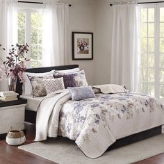 King Size Quilt Set 6 Pieces Accent Pillow Shams Coverlet Contemporary Decor  #KingSizeQuiltSet #Contemporary