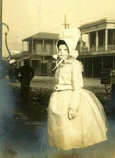 23 Creepy Vintage Mardi Gras Photos That Are Chilling - Gallery Creepy Old Photos, Creepy Pictures, Strange Photos, Creepy Images, Vintage Bizarre, Creepy Vintage, Images Terrifiantes, Mardi Gras Photos, Photo Vintage