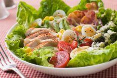 Las ensaladas son una fuente insuperable de vitaminas y minerales, nutrientes esenciales para nuestro cuerpo. Además, existen infinidad de ensaladas qu