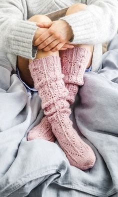 This particular photo is an extremely inspirational and great idea Lace Socks, Crochet Socks, Knit Or Crochet, Knitting Socks, Hand Knitting, Knit Socks, Knitted Gloves, Cozy Socks, Socks