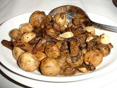 This mushrooms Bordelaise recipe features mushrooms, butter, garlic, and parsley. Cepes a la Bordelaise. Side Salad Recipes, Side Dish Recipes, Veggie Recipes, Diet Recipes, Yummy Recipes, Yummy Food, Savoury Pastry Recipe, Healthy Low Carb Recipes, Fungi
