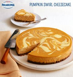 One of our best-loved cheesecake recipes, discover what makes this Pumpkin Swirl Cheesecake a fan favourite. Could it be its lovely swirl? Is it the delightful pumpkin spice flavour? Is it the smooth (Cheesecake Recipes Best) Brownie Desserts, Oreo Dessert, Coconut Dessert, Pumpkin Dessert, Köstliche Desserts, Delicious Desserts, Dessert Recipes, Cheesecake Brownies, Marble Cheesecake