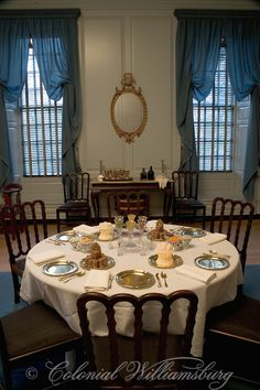 Ice creams, small cakes & cookies on the table in the Palace dining room Colonial Williamsburg Colonial Williamsburg Va, Williamsburg Virginia, Williamsburg Christmas, Table D Hote, Colonial America, Keeping Room, Historic Homes, Decoration, Farmhouse