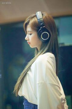 Sana from twice Kpop Girl Groups, Korean Girl Groups, Kpop Girls, South Korean Girls, Nayeon, Sana Cute, Girl With Headphones, Sana Momo, Sana Minatozaki
