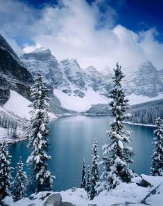Autumn snowfall on Moraine Lake, Banff National Park Alberta Canada #LandscapingPhotography