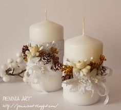 Altered Pillar Candles Decorated With Ribbon & Flowers Christmas Candle Centerpieces, Christmas Flower Arrangements, Christmas Candles, Christmas Decorations, Best Candles, Diy Candles, Pillar Candles, Christmas Mood, Christmas Crafts