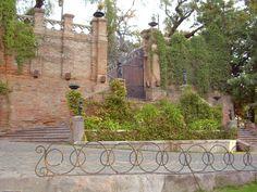 De la Necrópolis a la Metrópolis... : Castillo Hidalgo, Cerro Santa Lucia, Santiago de Chile | virtual_death