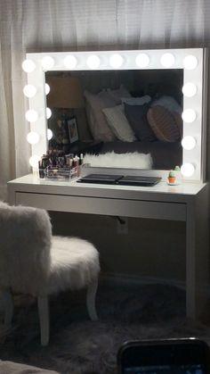 Vanity mirror with lights DIY. - - Vanity mirror with lights DIY. Eyelashes Tips Styles Tutorial 2019 Eyelashes ideas Tips and Tutorials fo. Diy Vanity Table, Ikea Vanity, Diy Vanity Mirror With Lights, Mirror Vanity, Diy Makeup Vanity With Lights, White Desk With Mirror, Mirror Room, Makeup Vanity Lighting, Bedroom Decor