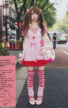 Afbeeldingsresultaat voor old school fruits street snap lolita Mode Harajuku, Harajuku Girls, Harajuku Fashion, Kawaii Fashion, Lolita Fashion, Cute Fashion, Fashion Outfits, Grunge Outfits, Gyaru Fashion