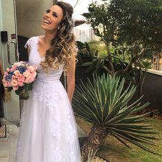 Vestido de noiva com renda aplicada